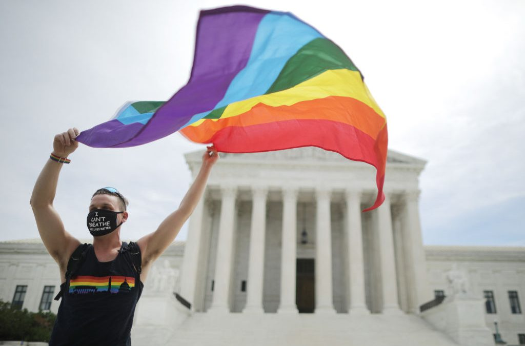 La Corte Suprema si appoggia a un'agenzia di adozione cattolica che non lavorerà con le coppie LGBT